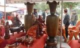 Đồ mỹ nghệ gỗ quý trăm triệu bày bán la liệt Hà Nội