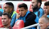HLV Wenger thề không 'giả dối' khi cho Sanchez ngồi dự bị