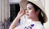 Xao xuyến với hình ảnh áo dài, nón lá của Ngọc Hân và Thanh Tú tại Thụy Sỹ