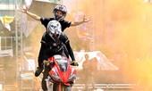 Thót tim màn biểu diễn xe máy, ô tô mạo hiểm tại Việt Nam
