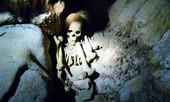 Kỳ lạ bộ hài cốt trong hang động Quảng Bình