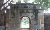 Khám phá lăng mộ đá hơn 300 năm tuổi