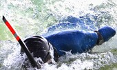 Không tay không chân bơi từ Alaska sang Nga