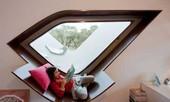 Cửa sổ thành... giường ngủ