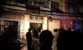 Cửa hàng cháy giữa đêm khiến khu dân cư náo loạn