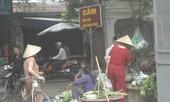 Chợ cóc bất chấp biển cấm