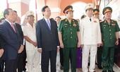 Thủ tướng Nguyễn Tấn Dũng dâng hương tại Bảo tàng Hồ Chí Minh