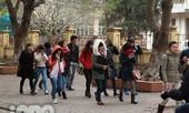 Teen Hà Nội co ro đi học trong ngày rét hại