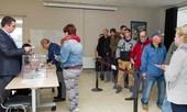 Cử tri Pháp đi bỏ phiếu vòng hai, tỷ lệ vắng mặt tăng kỷ lục