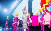 Katy Perry mặc đồ diễn của nhà thiết kế Việt Nam