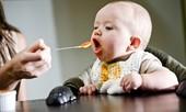Cách cho trẻ ăn dặm tránh stress cho cả mẹ và con