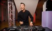 Ronaldo bất ngờ hóa thân thành DJ để bán... nước hoa