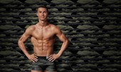 Ronaldo khoe thân hình rắn chắc 'đốn tim' khán giả nữ