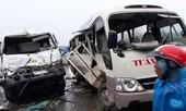 Dùng xe cẩu phá cabin giải cứu tài xế sau cú đâm kinh hoàng