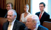 Gia đình ông Trump lao đao vì cáo buộc dùng email cá nhân