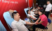 Cán bộ, nhân viên Agribank chen chân hiến máu nhân đạo