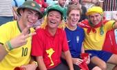 Mũ cối, cờ Việt Nam trên khán đài trận tứ kết World Cup