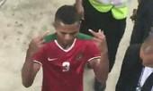 Cầu thủ Indonesia có hành động tục tĩu sau khi bị thẻ đỏ