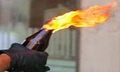 Người lái xe ôm tẩm dầu đốt hai cây xăng