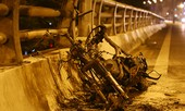 Nam thanh niên bỏ lại xe máy cháy trơ khung trên phố Hà Nội