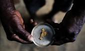 Cuộc sống bên trong khu khai thác vàng bất hợp pháp ở Amazon