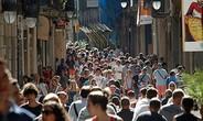 Người dân Barcelona phát phiền vì khách du lịch