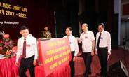 Trường Đại học Thủy lợi ủng hộ đồng bào lũ lụt miền Trung