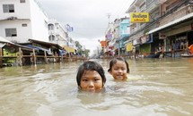 Cộng đồng người Việt ở Thái Lan đối phó lũ lụt