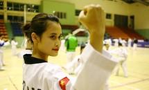 Cô giáo tiểu học xinh đẹp, đai đen taekwondo