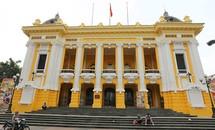 Nhà hát lớn Hà Nội đang thay màu 'áo' mới
