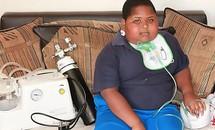 Cậu bé 10 tuổi nặng gần tạ vì chứng cuồng ăn