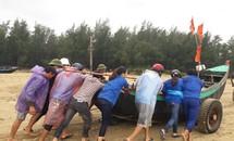 Áo xanh tình nguyện giúp dân chống bão số 10
