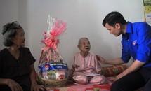Tặng quà gia đình chính sách huyện Hóc Môn, TPHCM