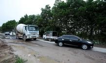 Mục kích xe tải né trạm BOT QL5, cày nát đường liên xã