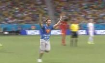 [VIDEO] Superman lao vào sân 'đại náo' World Cup