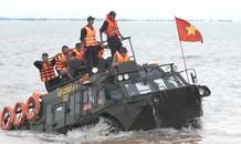 Mục kích 2.000 cảnh sát cơ động diễn tập trên biển