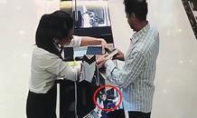 Khách ngoại quốc bị tố trộm đồng hồ trị giá gần 240 triệu đồng