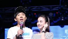 Trấn Thành khoe bạn gái hotgirl trên sân khấu