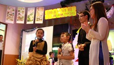Trẻ em Việt tại Nga đón Tết