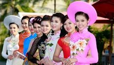 Thí sinh Hoa hậu duyên dáng trong tà áo dài