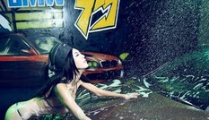 Cô nàng rửa xe quyến rũ 'nghẹt thở'