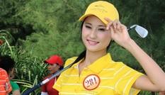 Thí sinh hoa hậu Việt Nam khoe dáng với golf