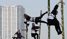 Xem lính cứu hỏa Nhật Bản 'múa cột'