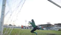 Tuyển nữ luyện sút penalty trước chung kết