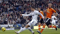 Ronaldo lập cú đúp, Real thắng trận