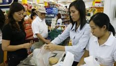 Bộ Tài chính đề xuất tăng VAT: Người tiêu dùng è cổ gánh