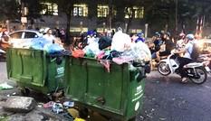Khổ sở với những thùng rác 'chình ình' giữa phố
