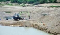 Khai thác cát trái phép trên sông Rào Trổ