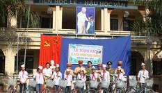 Đoàn Thanh niên Công an Hà Nội tặng quà học sinh dịp Tết Thiếu nhi