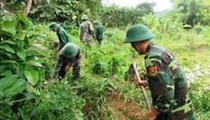 TT-Huế:  Đoàn viên thanh niên tình nguyện ra quân giúp dân xã nghèo nhất tỉnh